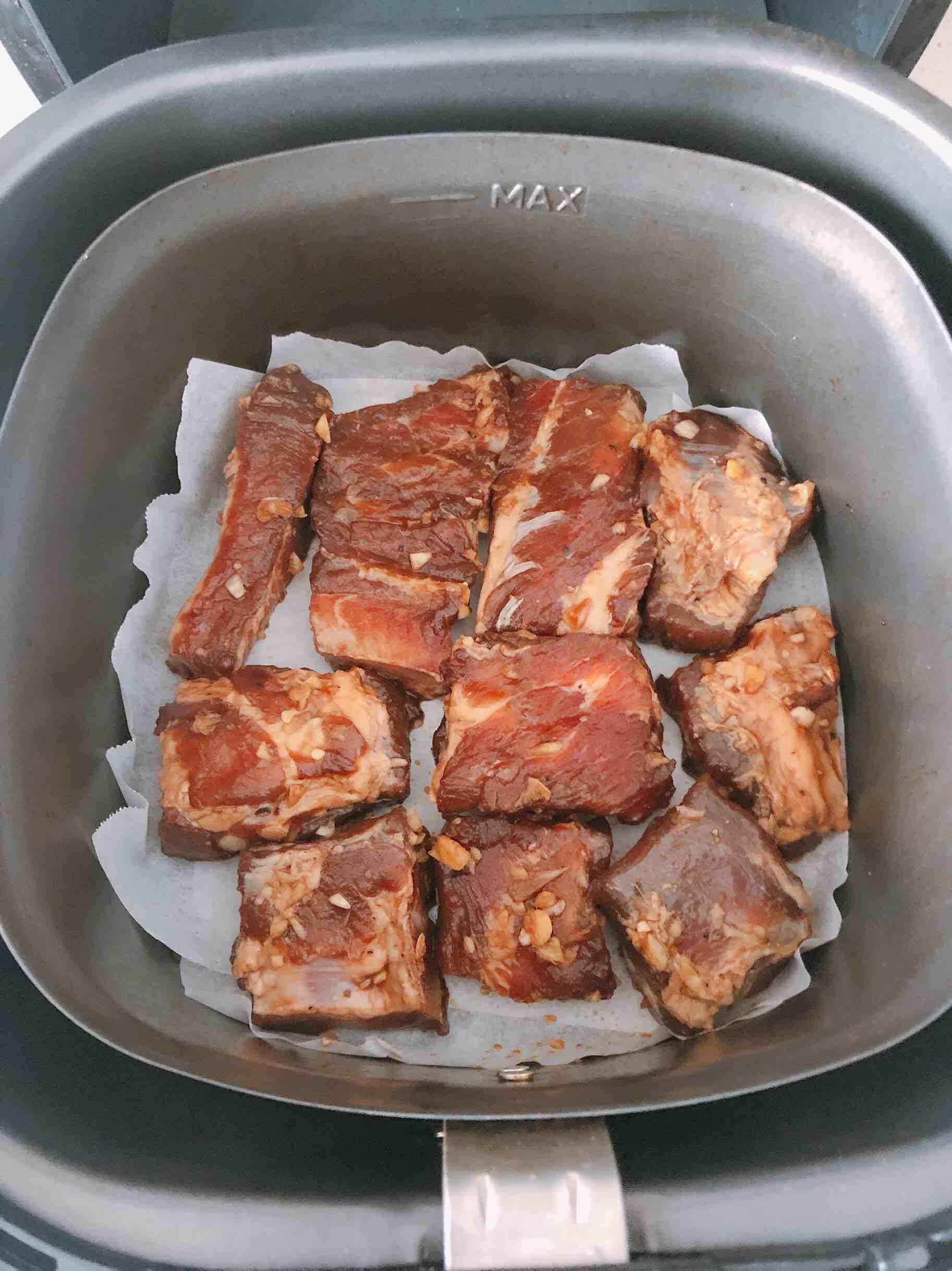 空气炸锅版蒜香猪肋骨怎么煮