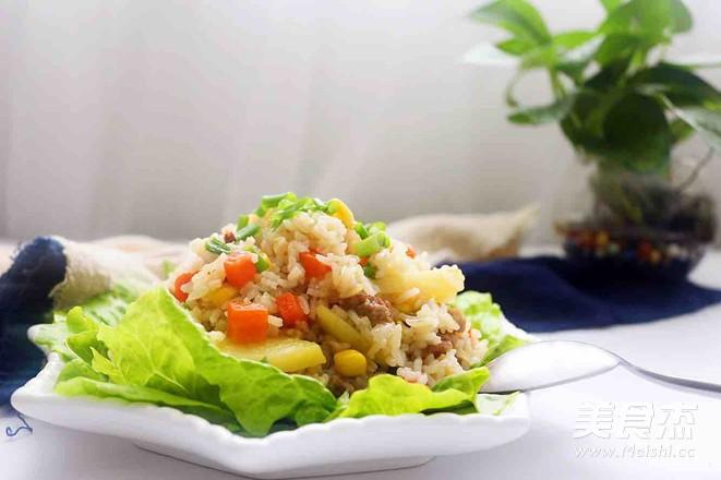 猪肉粒蔬菜焖饭成品图