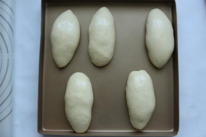 沙拉肉松面包的制作