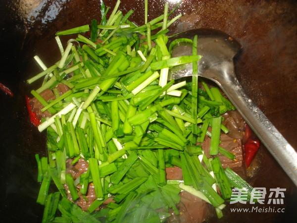 韭菜炒猪血的简单做法