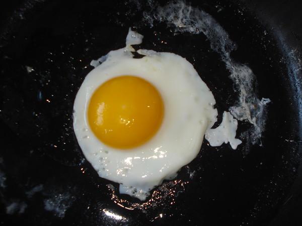 鸡蛋牛骨高汤面的步骤