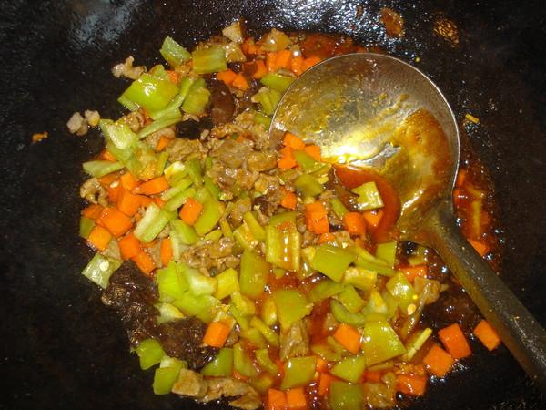 川香牛肉粒饭的制作