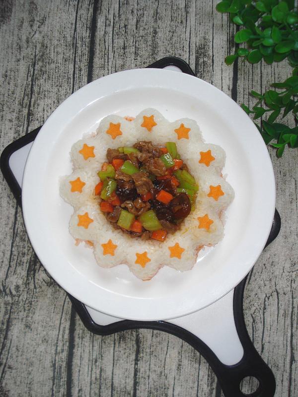川香牛肉粒饭成品图