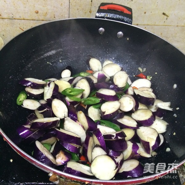 尖椒炒茄子的家常做法