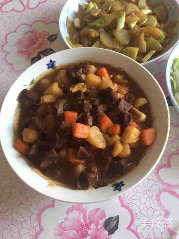 红烧牛肉土豆块成品图