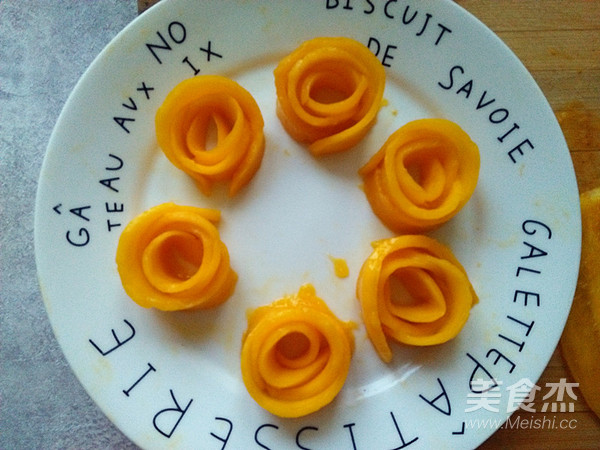 玫瑰花水晶芒果慕斯怎么吃