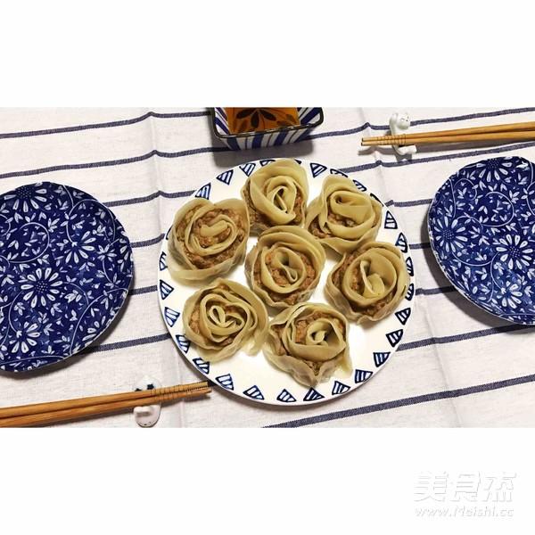 玫瑰花型水煎饺的简单做法