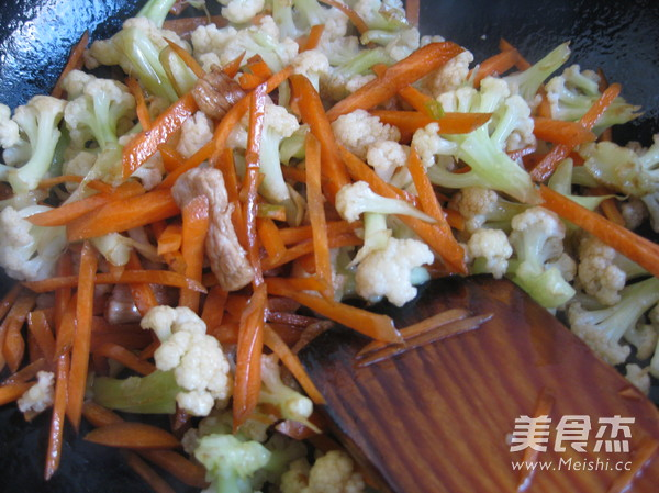 菜花炒肉怎么做