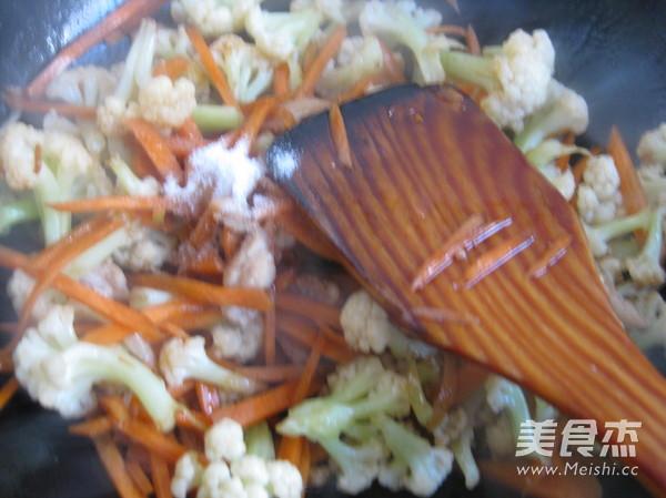 菜花炒肉怎么炒