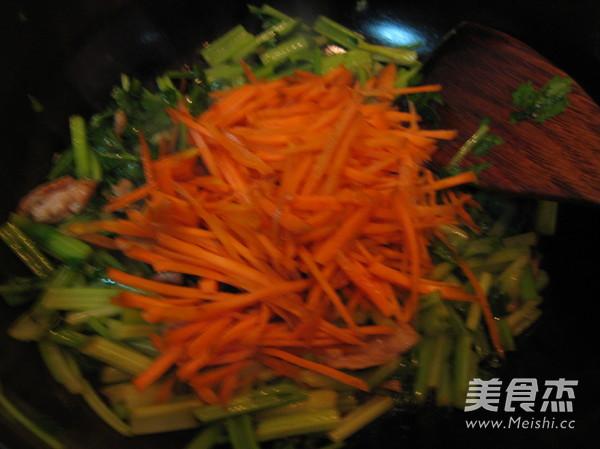 水芹菜炒肉怎么吃
