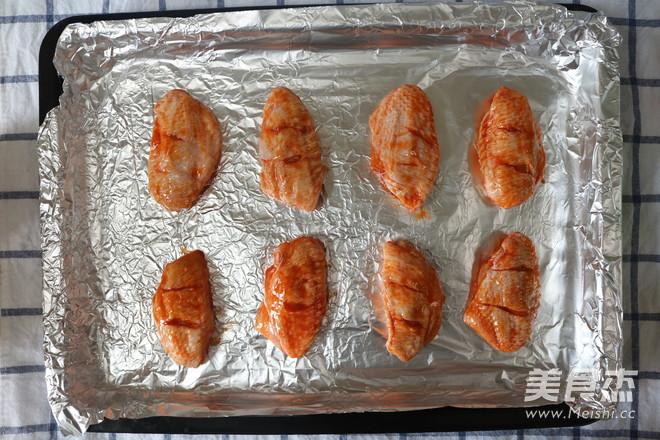 奥尔良烧烤鸡翅怎么吃