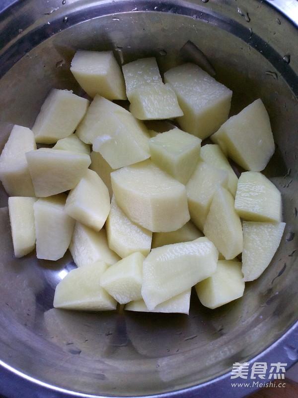 土豆猪肉炖松蘑的家常做法