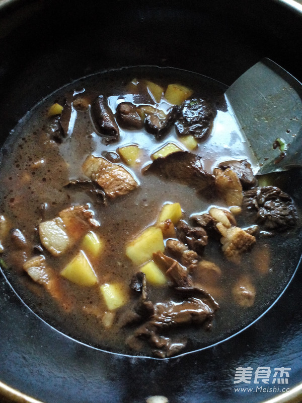土豆猪肉炖松蘑怎样煸