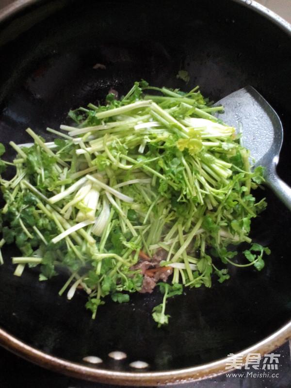 牛肉炒香菜怎么做