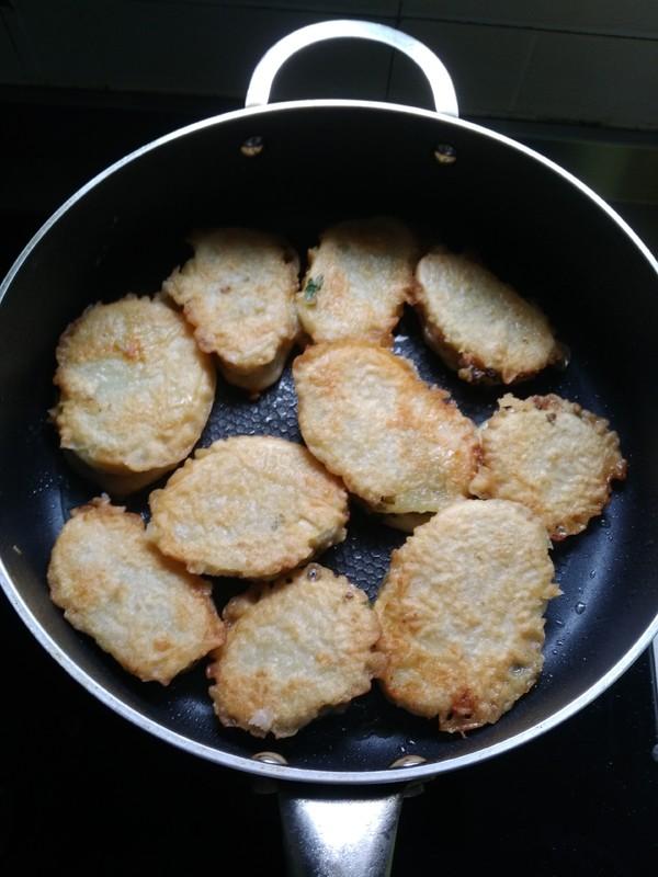 猪肉葱香土豆盒子怎样做