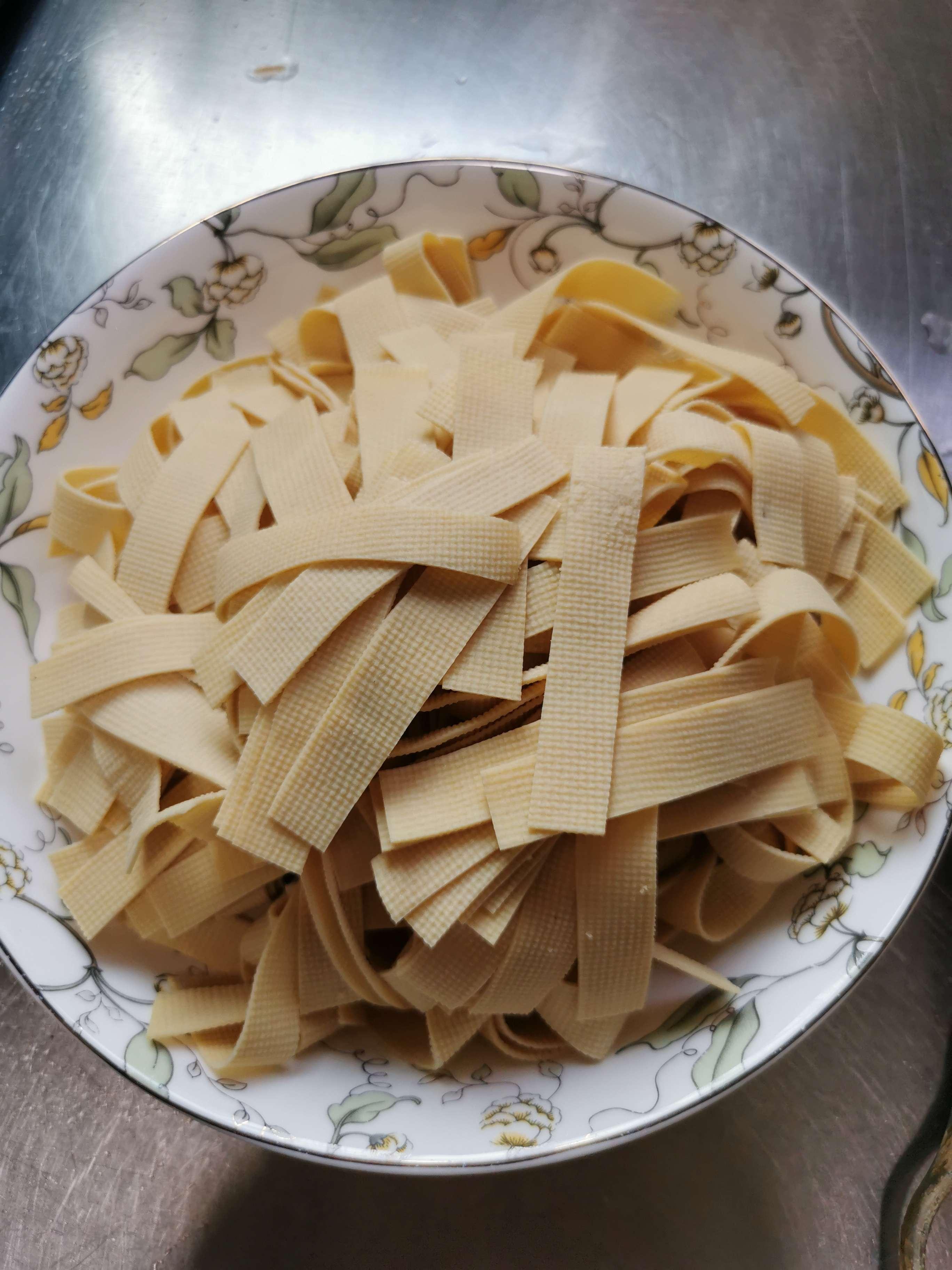 木耳炒豆腐皮的做法大全