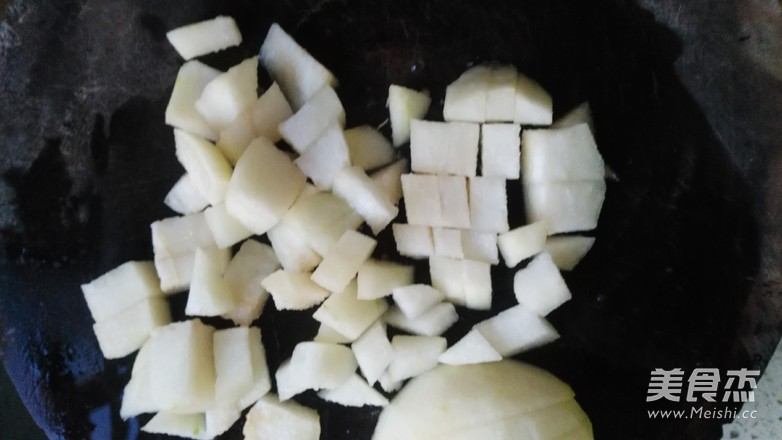 银耳百合雪梨汤的家常做法