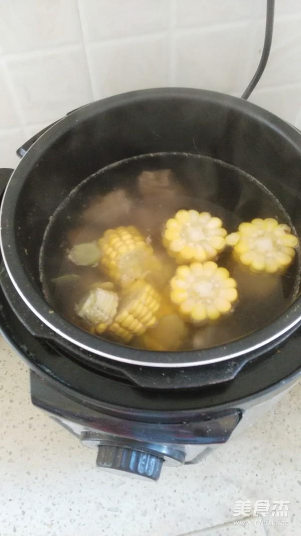 玉米萝卜羊蝎子汤的简单做法