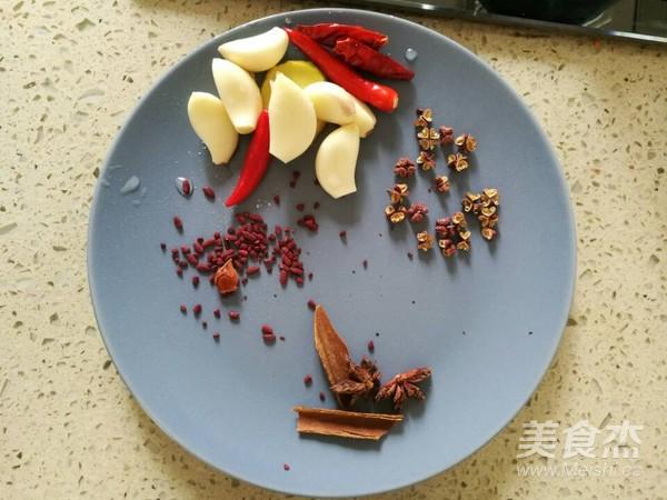 土豆胡萝卜烧牛腩的简单做法