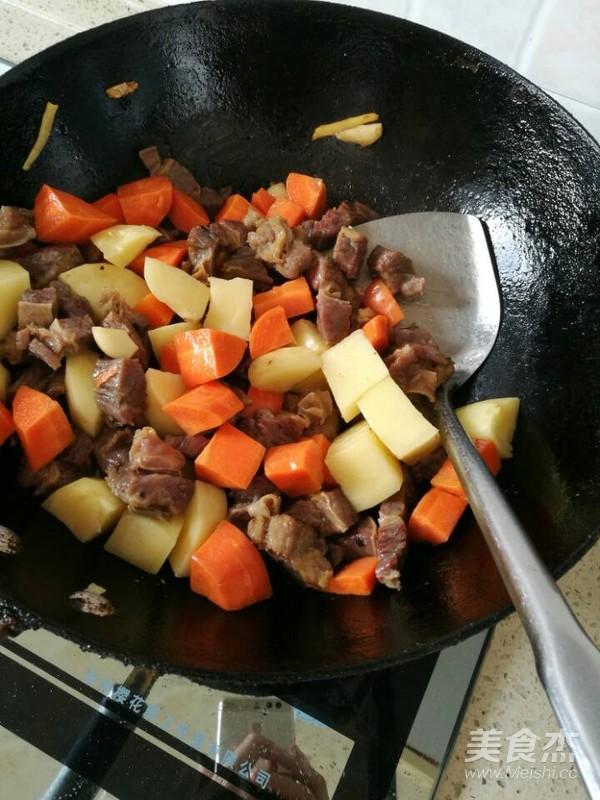 土豆胡萝卜烧牛腩怎么煮