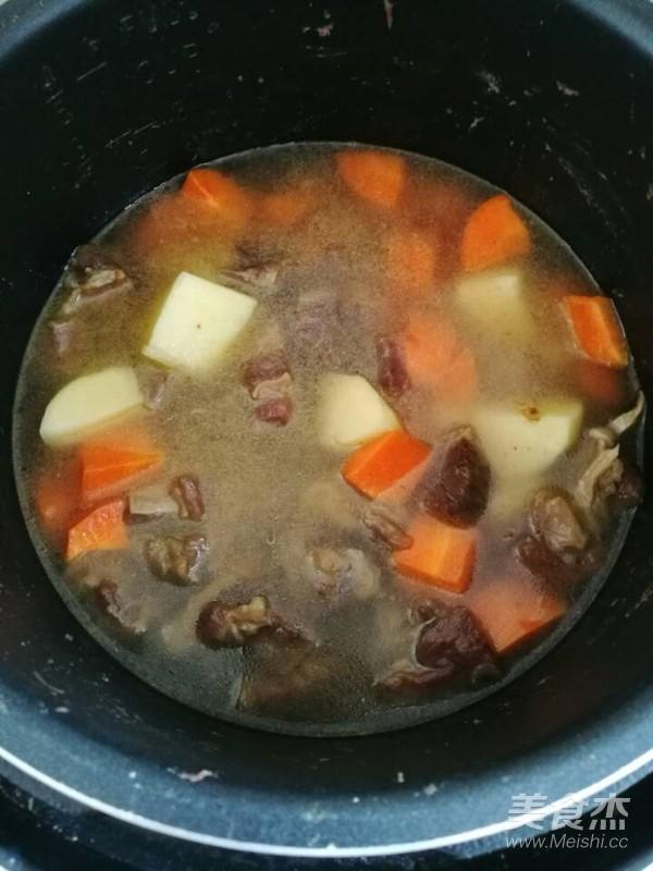 土豆胡萝卜烧牛腩怎么煸