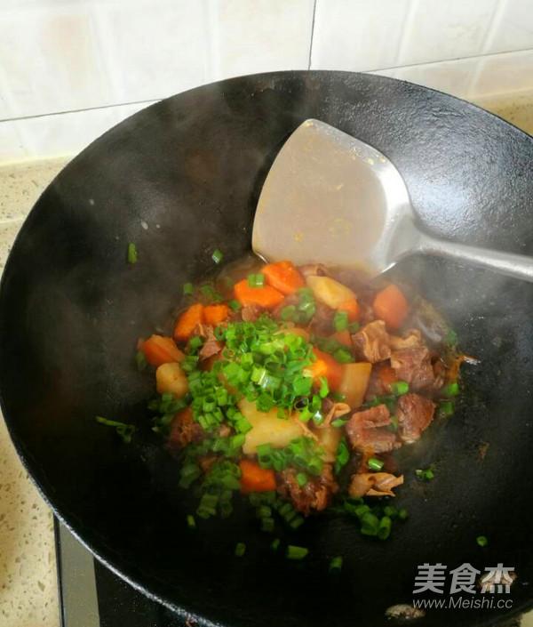 土豆胡萝卜烧牛腩怎样煸