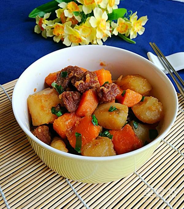 土豆胡萝卜烧牛腩怎样做