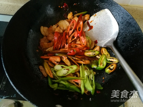 青椒回锅肉怎样煸