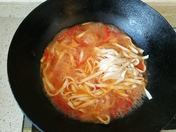 一个人的面条---西红柿炒鸡蛋青菜汤面怎么煮