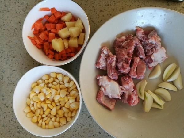 砂锅焖玉米胡萝卜排骨饭的家常做法