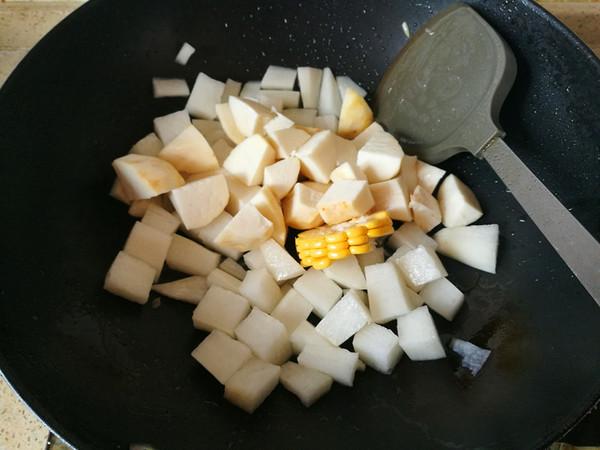砂锅牛肉丸香芋蟹黄菇煲的简单做法