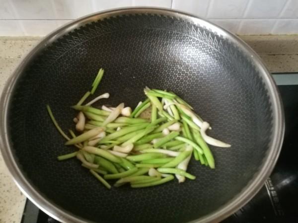 蒜苗炒肉的家常做法