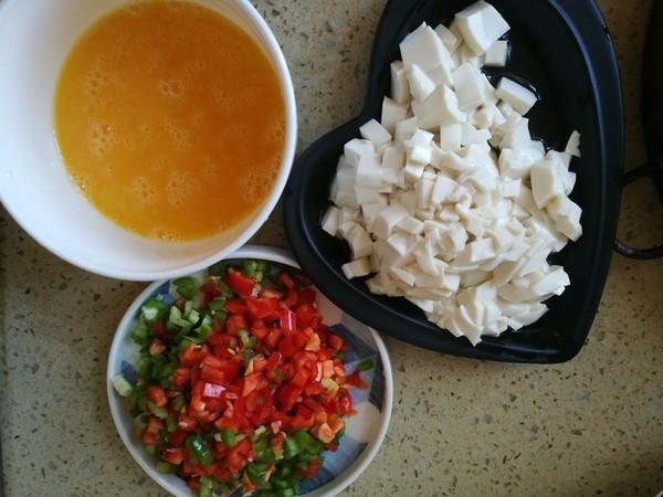 双椒豆腐炒鸡蛋的做法图解