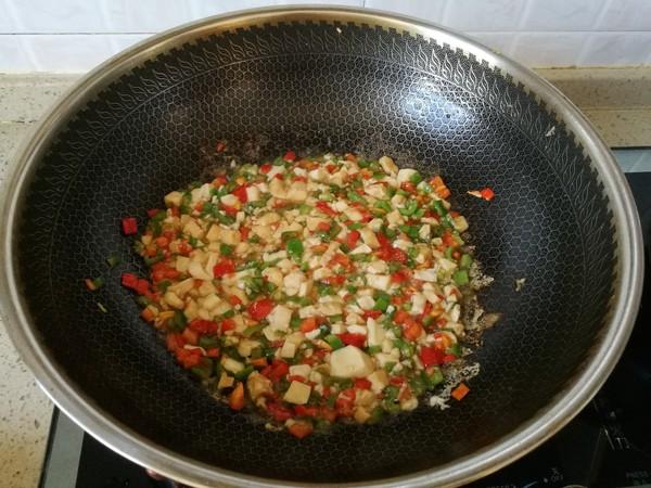 双椒豆腐炒鸡蛋怎么做