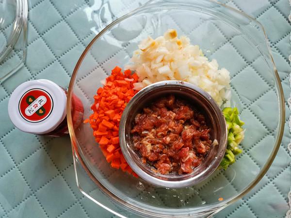 胡萝卜洋葱牛肉辣酱炒饭的做法大全