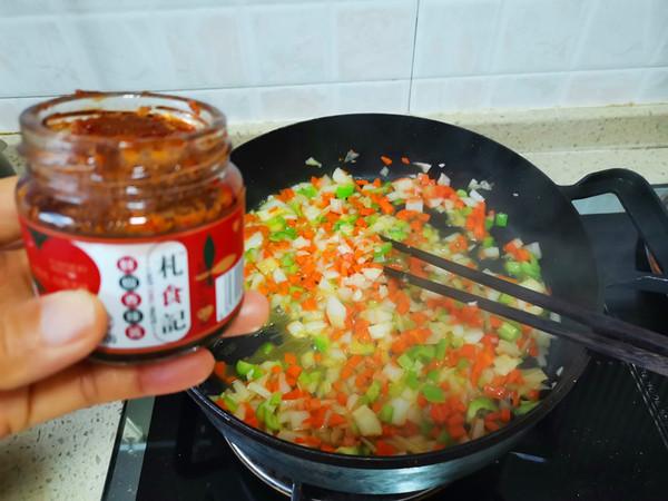 胡萝卜洋葱牛肉辣酱炒饭怎么吃