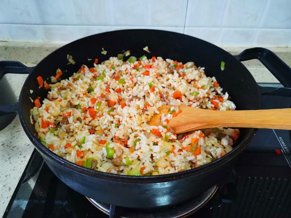 胡萝卜洋葱牛肉辣酱炒饭怎么煮