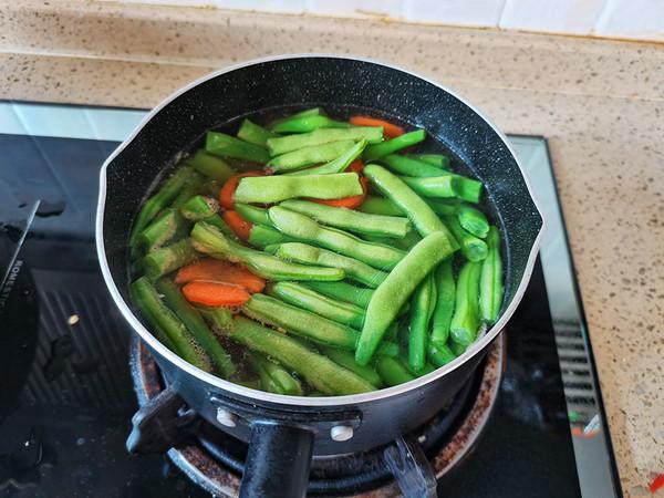 不一样的干煸四季豆的做法图解