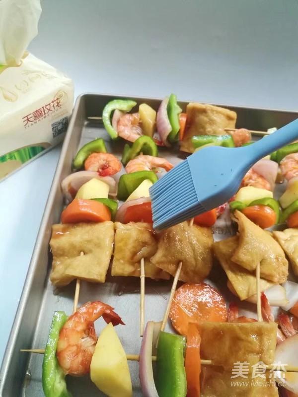 时蔬虾仁烤串怎么吃