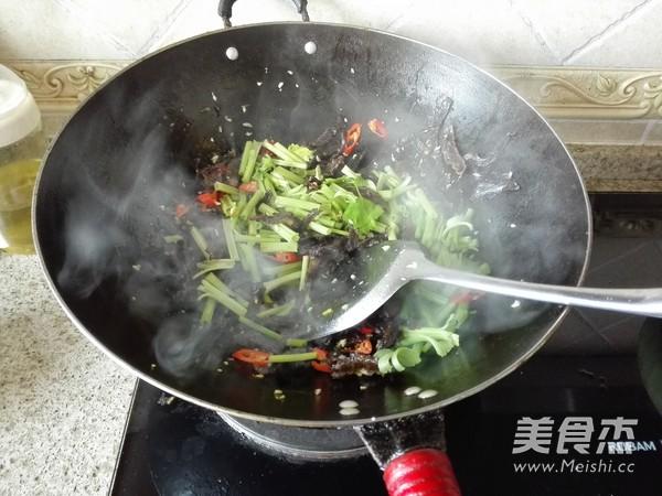 芹菜炒腊牛肉怎么吃