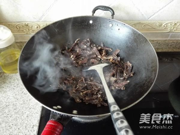 芹菜炒腊牛肉的做法图解