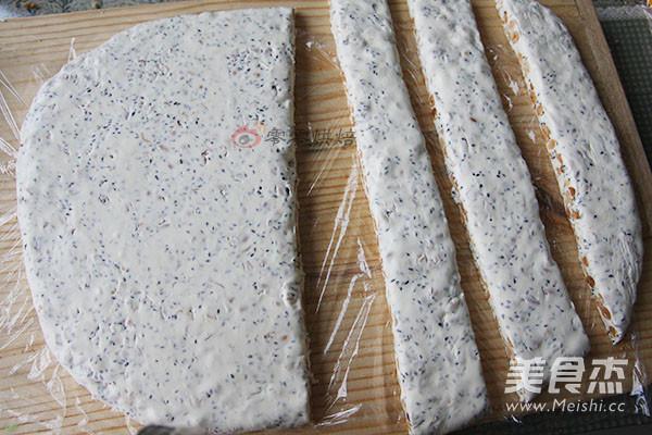 芝麻花生牛轧糖的制作方法