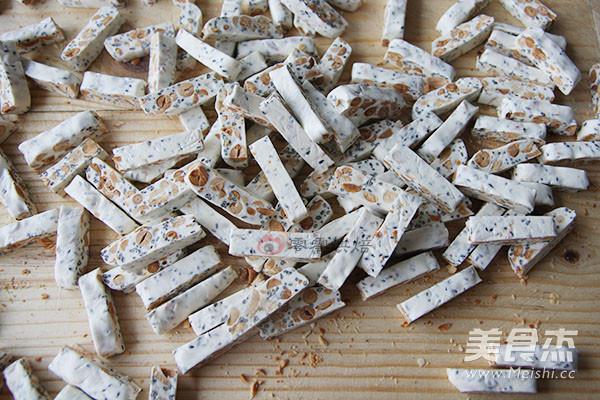 芝麻花生牛轧糖的制作大全