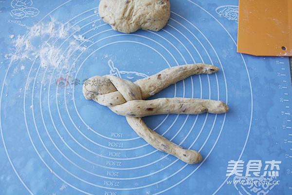 葡萄干辫子面包怎么炖