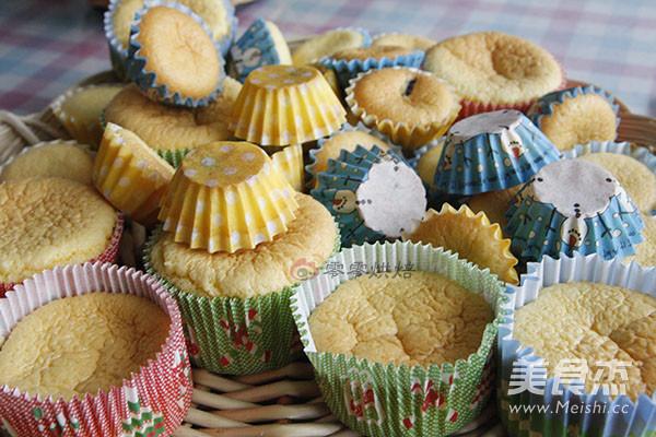 花朵纸杯蛋糕怎么吃