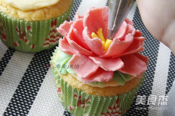花朵纸杯蛋糕怎样炖