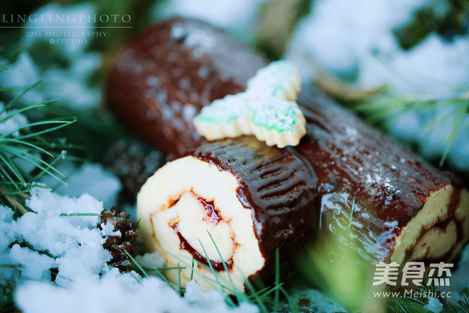 圣诞节树桩蛋糕卷成品图