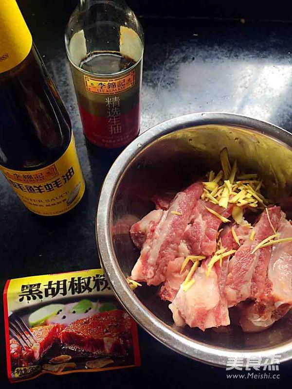 酱焖肉排的步骤