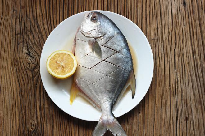 烤金鲳鱼的步骤