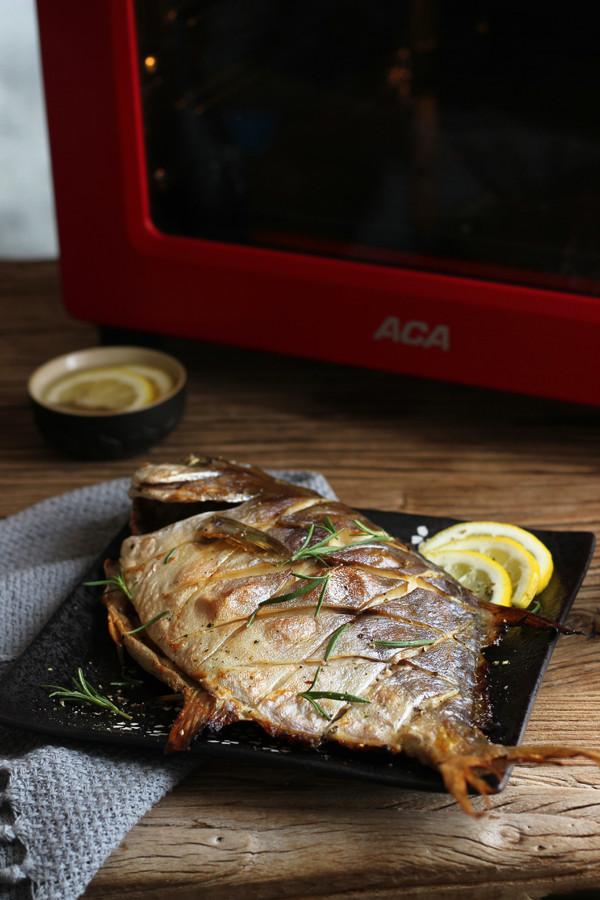 烤金鲳鱼成品图